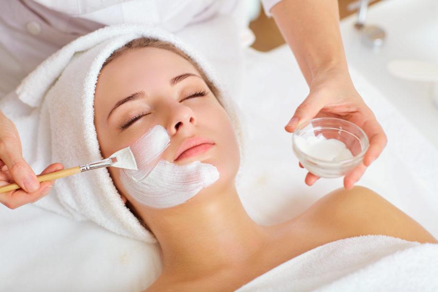 Kosmetikbehandlung Frauen inkl. Augenbrauenkorrektur